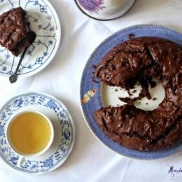 Шоколадный пирог с грецкими орехами и фисташками