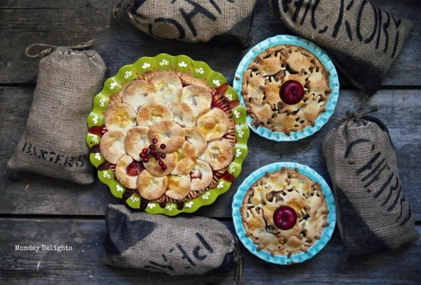 2 пирога: яблочный с корицей и миндалем и клубничный с лавандой и черносмородиновым ликером
