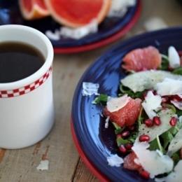 Салат из грейпфрута, пекорино и граната