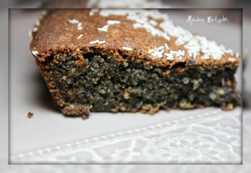 Еще один маковый пирог. В этот раз с грецкими орехами и шоколадными жемчужинами Callebaut