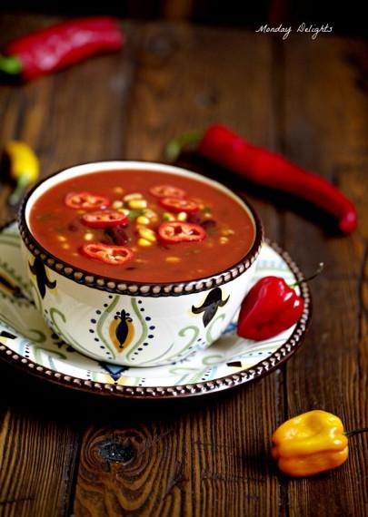 Густой овощной суп-чили с шоколадом