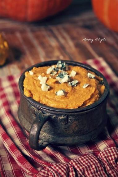 Картофельно-тыквенное пюре с голубым сыром