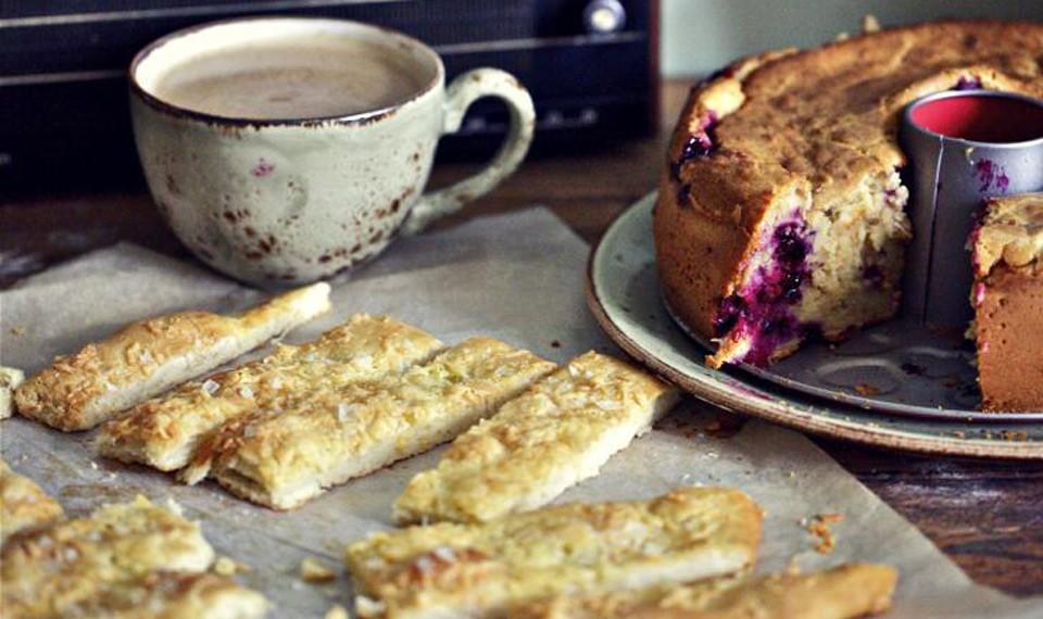 Пирог с черной смородиной и самая простая сырная фокачча