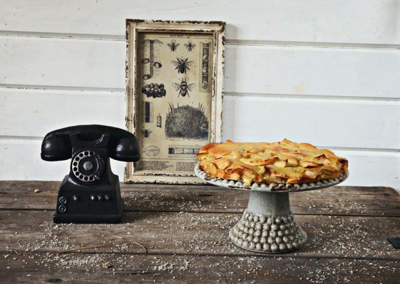 Пирог с персиками и яблоками
