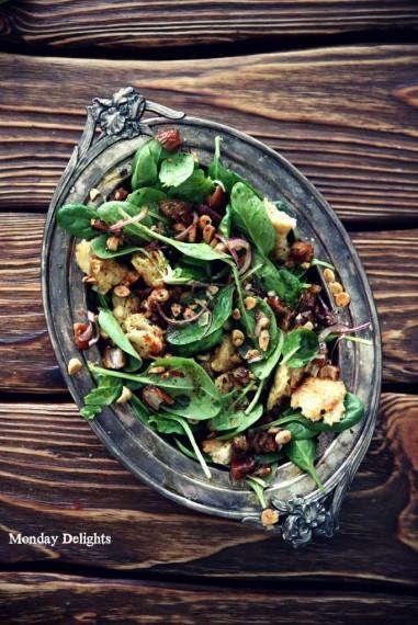 Рецепт № 3 из книги Jerusalem - Салат с мини шпинатом, финиками и орехами