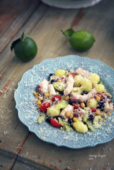 Салат с осьминогами и нутом