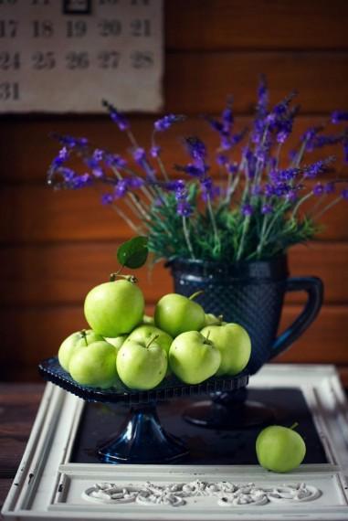 Шарлотка из первых летних яблок