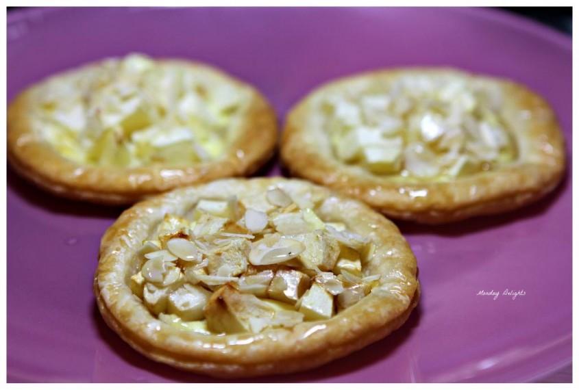 Тарталетки с франжипаном и яблоками