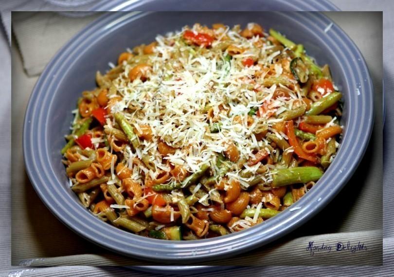 Тушеные овощи с макаронами и пассата